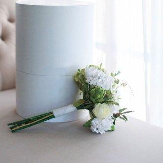 Букет невесты из белых гортензий и роз «Гармоника»