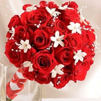 Букет невесты из красных роз «Роза Плаза 2»
