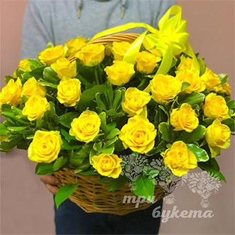 Корзина с жёлтыми розами