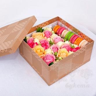 7-makarun-s-kustovymi-rozami