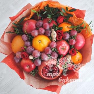 buket-iz-fruktov-i-kustovyh-roz