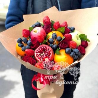 fruktovyj-buket-iz-yablok-i-roz